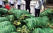 东方:几十万斤甜玉米遇滞销 爱心义卖6600斤甜玉米抢购一空
