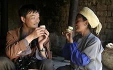 布朗族的茶风茶俗:酸茶烤茶茶风