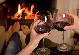 女性每天喝一大杯葡萄酒,患乳腺癌几率增加20%