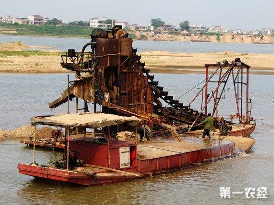 江苏省沭阳县:打掉官商勾结非法采砂船