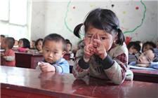 贵州遵义免费为困难留守儿童发放智能手环