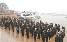 """""""中国渔政亮剑2018""""行动展开 去年取缔三无船舶3万余艘"""