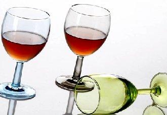哪些杯子不适合喝红酒?喝红酒要用什么杯子最好