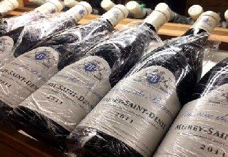 葡萄酒瓶身为什么包着保鲜膜?酒知识
