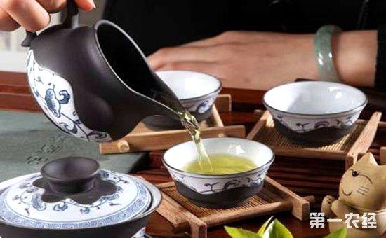 也不包括渣方,壶承,茶盘上面残留的令人不悦的水渍或茶渣.