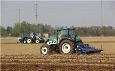 新疆:自动导航拖拉机大田棉花精准种植