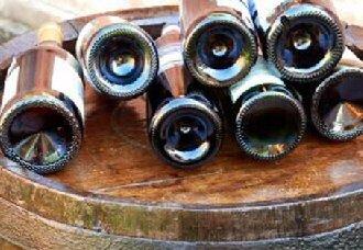 葡萄酒瓶底的凹槽有什么作用?葡萄酒瓶底的凹槽作用