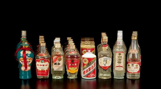 """中国白酒发展前景堪忧——出海十年仍""""摸着石头过河"""""""
