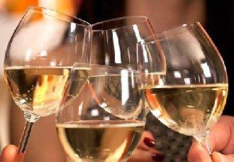 喝葡萄酒时为什么要碰杯呢?酒知识