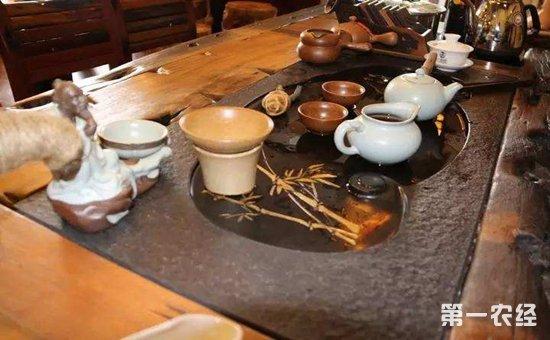 铁观音茶叶条形紧密,通常经过三泡之后茶叶才可以展开,香气弥散