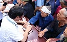 重庆:积极实施健康扶贫工程 让贫农享受健康扶贫优惠政策