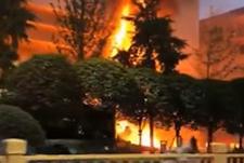西安一银行大楼突发大火 明火已灭被困人员获救