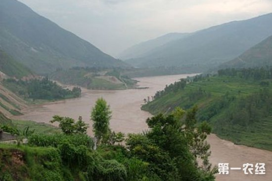 云南巧家县遭暴雨袭击 已致2人死亡6500余人受灾