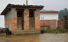 <b>我国部分农村到底有多落后?山西农村有些厕所没墙没顶</b>