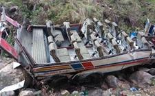 <b>死伤惨重!印度大巴坠谷致45人死亡8人受伤</b>