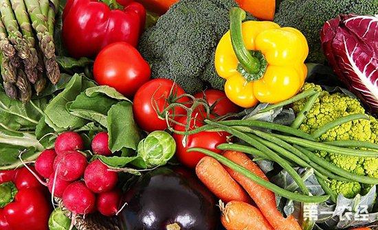 6月底武汉高温天气 蔬菜价格全线下跌