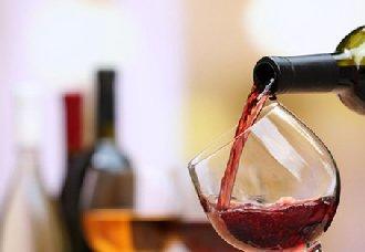 """葡萄酒喝多了会出现""""葡萄酒肚""""吗?"""