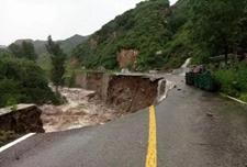 <b>北京暴雨蓝色预警:强降雨致多条山路塌方 这16条公交线路停驶</b>