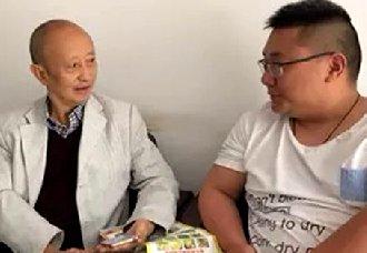 <b>四川:退休老教师彭锡华在白茶山中套种桂花柑橘 带领村民共同致富</b>