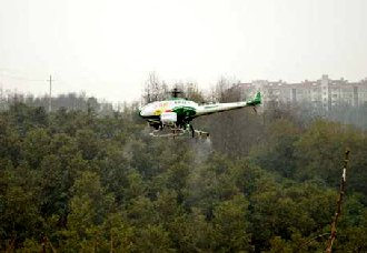 山东寿光市:利用飞机喷洒农药 防治林业有害生物