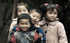 """<b>留守儿童问题:每个儿童的人生都不能""""寄存""""</b>"""