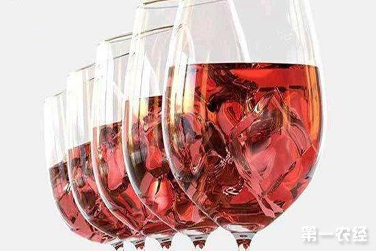 喝红酒的时候可不可以直接在加冰块?