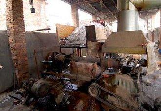 湖南永州:捣毁一个地下食品黑窝点 缴获非法食材达400多公斤