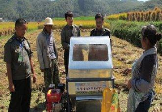 四川乐至县:进行农机安全宣传增加秋收安全意识