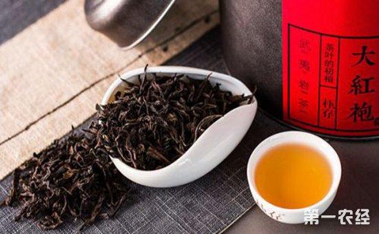 1,大红袍这种茶叶的耐泡性特别强,平时冲泡时它适合比较高的水温,泡茶