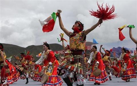 """西藏在拉萨庆祝首个""""丰收节"""" 形式多样分享丰收的喜悦"""