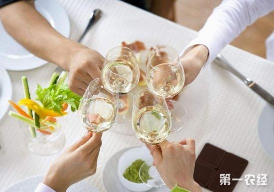 白葡萄酒适合配什么类型的餐点?白葡萄酒搭配推荐