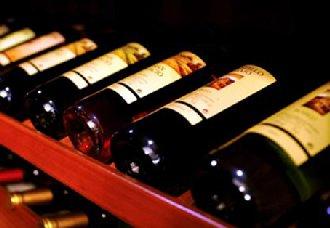 收藏的葡萄酒躺着放的原因是什么?以下知识你需了解