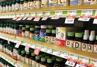 广西柳州某药店售卖过期保健食品 市民查看标签说明书很重要