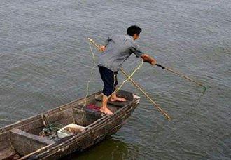 广西南宁强力打击部分水域电鱼活动 维护生态平衡