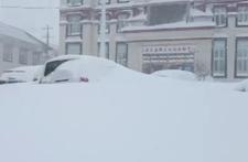 西藏西南部暴雪天气致部分路段交通管制