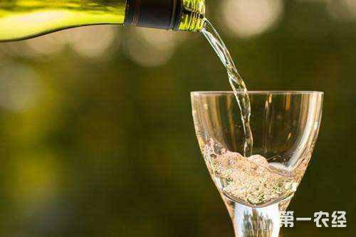 印度多地发生假酒事件 已致近90人中毒死亡