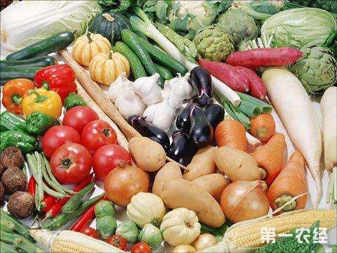 苏州:春季时鲜蔬菜纷纷上市 新鲜蚕豆大受市场欢迎
