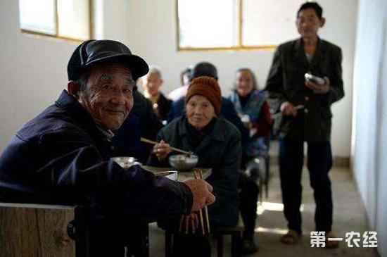 两会热点议题:如何提高农村养老水平