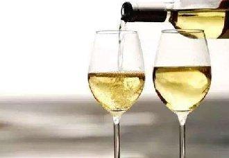 <b>哪些葡萄品种能酿造出芳香四溢的葡萄酒呢?</b>