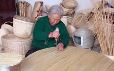 72岁的王奶奶坚守传统手艺50多年 只盼它能传承下去