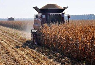 青海进行推广全膜玉米生产机械化工艺