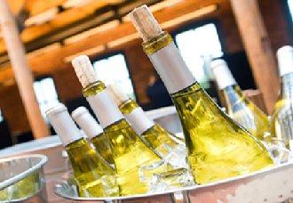 白葡萄酒有哪些好处?白葡萄酒的好处与饮用注意事项