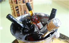 <b>葡萄酒要冰镇吗?葡萄酒多少度喝合适</b>