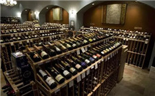 为什么收藏葡萄酒时要平放?葡萄酒平放的原因
