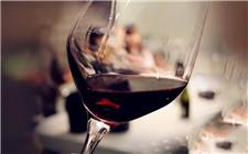 为什么喝葡萄酒时要晃杯?晃杯的作用是什么