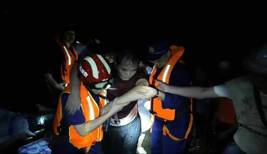 湖北恩施鹤峰县突发山洪致7人遇难 救援还在进行中