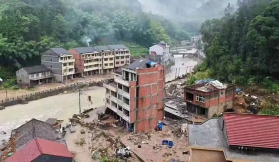 """""""利奇马""""过境:一夜间无数地方遭灾 灾区救援紧急进行中"""